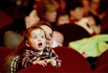 6 ข้อที่พ่อแม่ต้องสอนลูกก่อนพาลูกเข้าโรงหนัง