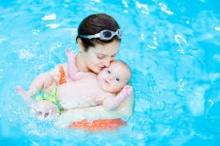 ทารกว่ายน้ำเสริมพัฒนาการรอบด้าน
