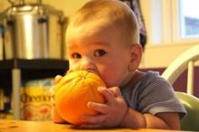 ให้ลูกเริ่มกินส้มอย่างไรดี?