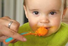 5 อาหารที่ควรหลีกเลี่ยงสำหรับเด็กอายุ ต่ำกว่า 2 ขวบ