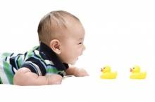 เช็คพัฒนาการลูกน้อยขวบปีแรก สิ่งที่ลูกควรทำได้ในแต่ละช่วง