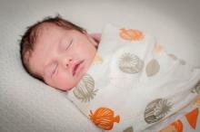 5 วิธีช่วยทำให้ทารกรู้สึกเหมือนอยู่ในท้องแม่