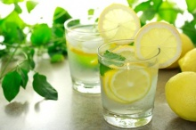 9 คุณประโยชน์ของน้ำมะนาว ที่แม่ให้นมลูกควรทราบ