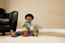 เมื่อลูกน้อยติดของเล่นหรือของใช้ แก้ไขอย่างไรดี