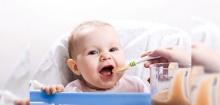 คุณแม่ควรรู้!!! มื้อแรกของลูก เลือกกล้วยหรือข้าว?